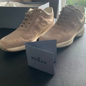 New Hogan womens shoe tan color size 7.5 US